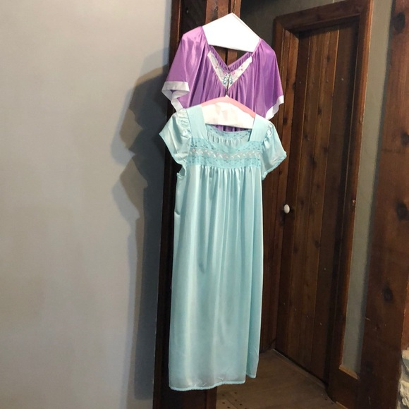 (2) Vintage Night Gowns purple/baby blue